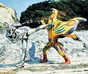X-OR contre un monstre C-Rex
